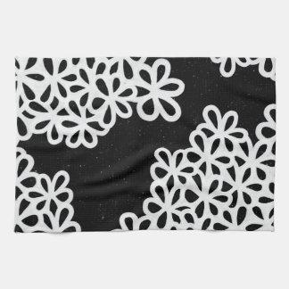 Pétalos blancos y negros de la flor toalla