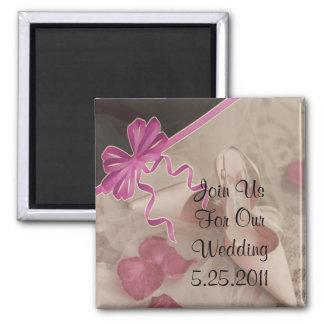 Pétalos color de rosa de los zapatos del boda fija imán cuadrado