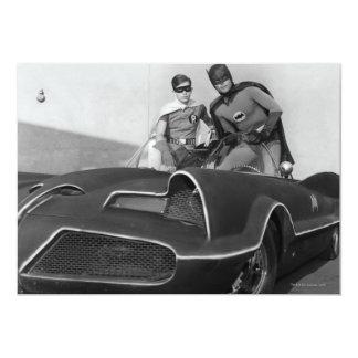 Petirrojo y Batman que se colocan en Batmobile Invitación 12,7 X 17,8 Cm