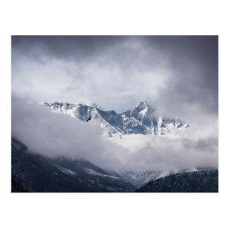Pico nublado de Mt Everest y de volar de Eagle Postal