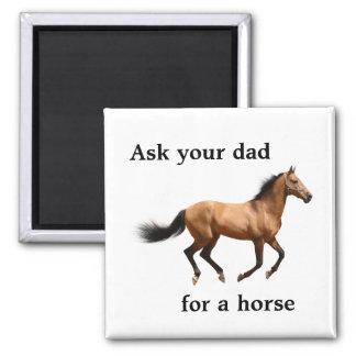 Pida a su papá un imán del caballo