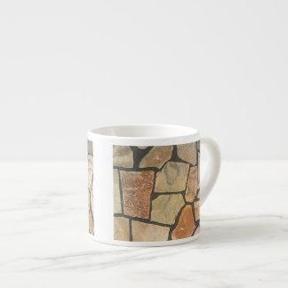 Piedra decorativa que pavimenta mirada taza espresso