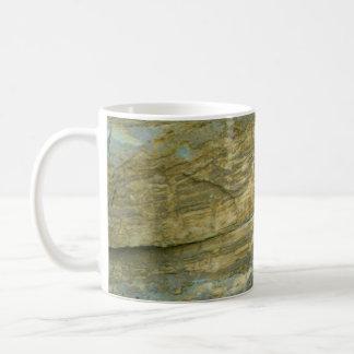 Piedra sin pulir del granito taza de café