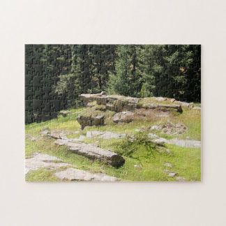 Piedras en rompecabezas de la colina