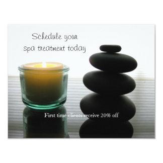 Piedras y vela del masaje invitación personalizada