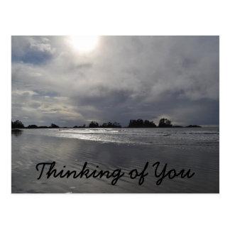Piense en usted en un día nublado postal