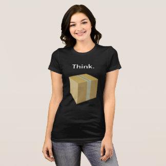 Piense fuera en de la camiseta de la caja