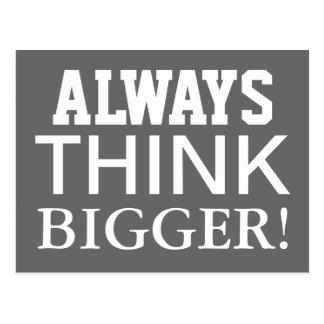 Piense siempre más grande - postal de motivación