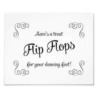 Pies de baile de la invitación de los flips-flopes impresiones fotográficas