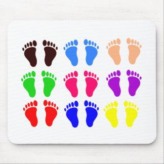 Pies de colores, huellas coloridas, divertidas tapete de ratón
