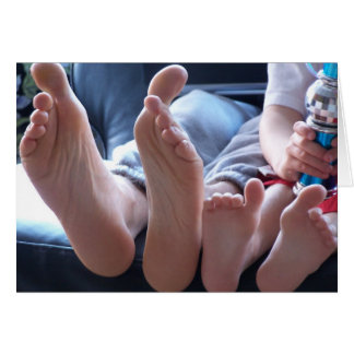 Pies grandes, pequeños pies - tarjeta de nota en