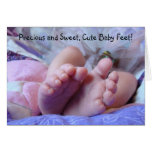 ¡Pies lindos preciosos y dulces del bebé! Dedos de