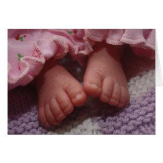 Pies recién nacidos del bebé tarjeta de felicitación