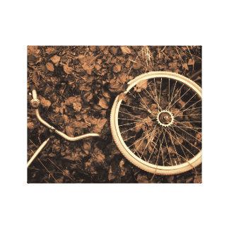 Piezas de la bicicleta con las hojas de otoño lienzo envuelto para galerias