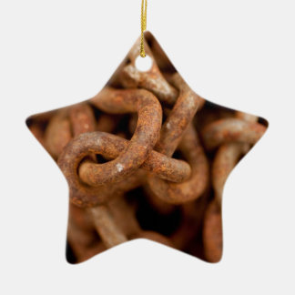 Pila de cadenas oxidadas adorno navideño de cerámica en forma de estrella