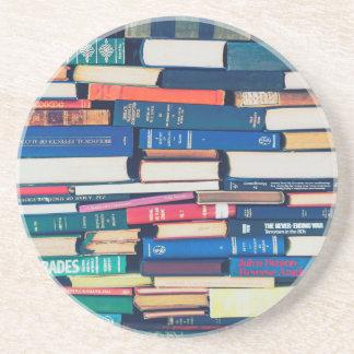 Pila de libros posavasos