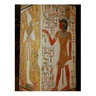 Pilar que representa Osiris y llevar del sacerdote Postal