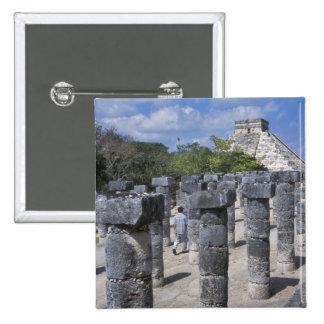 Pilares de piedra antiguos en Chichen Itza. Centra Pins