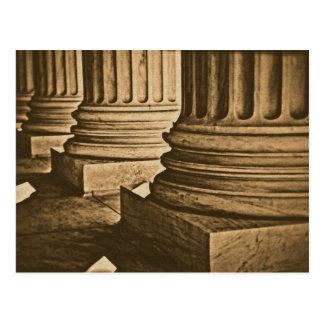 Pilares en la fotografía del vintage del Tribunal Postal