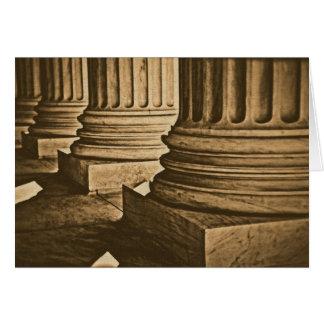 Pilares en la fotografía del vintage del Tribunal  Felicitaciones