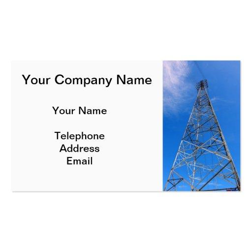 Pilón grande de la electricidad contra un cielo tarjetas personales