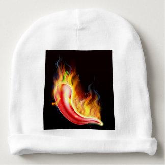 Pimienta de chiles candente en el fuego gorrito para bebe