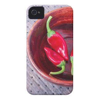 Pimienta roja caliente de los chiles en un cuenco funda para iPhone 4
