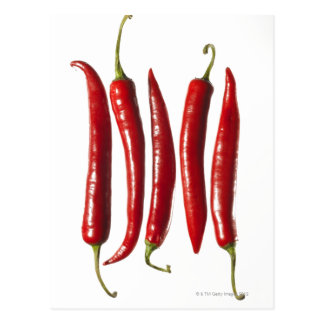 Pimientas de chile en una fila postal