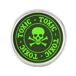 Pin Cráneo verde tóxico y bandera pirata