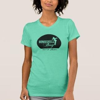Pin de la bahía de la bomba encima de la camiseta