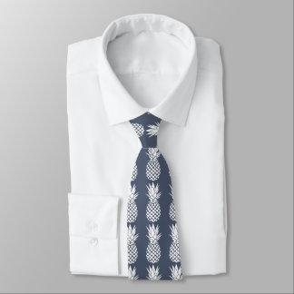 piñas blancas en cualquier fondo del color corbata personalizada