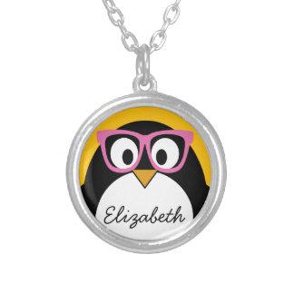 Pingüino del inconformista - rosa lindo del amaril colgante redondo