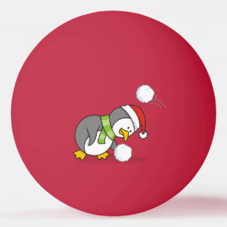Pingüino del navidad que consigue una bola de la