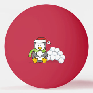 Pingüino del navidad que se sienta con las bolas