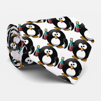Pingüino divertido con alcohol corbata