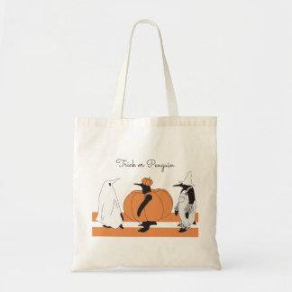 Pingüino divertido lindo Halloween personalizado Bolso De Tela