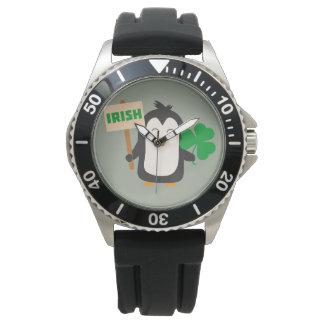 Pingüino irlandés con el trébol Zjib4 Reloj De Pulsera