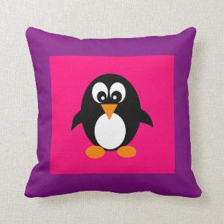 Pingüino lindo cojín decorativo