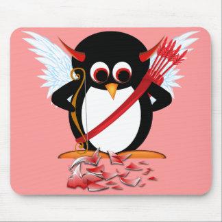 ¡Pingüino malvado OOPS! Tarjeta del día de San Val Alfombrilla De Ratón