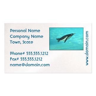 Pingüino que nada bajo el agua tarjetas de visita