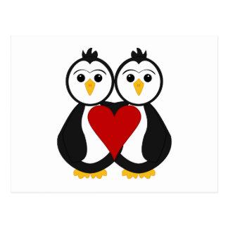 Pingüinos lindos en amor postal