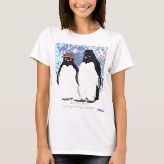 Pingüinos usted y yo que colocan la prueba del camiseta