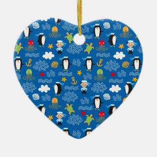 Pingüinos y marineros adorno de cerámica en forma de corazón