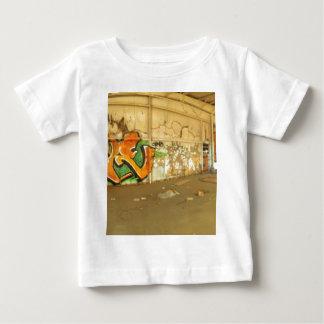 Pintada abandonada camiseta de bebé