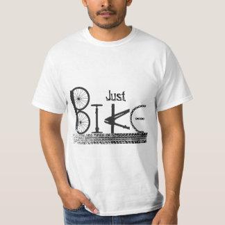 """Pintada """"apenas de la bici"""" de piezas de la bici y camisetas"""