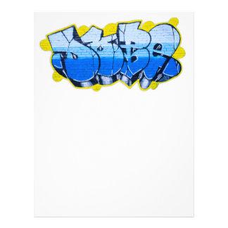 Pintada azul en una pared de ladrillo tarjetas informativas