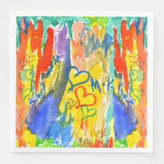 Pintura al azar colorida de los corazones servilleta de papel