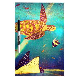 Pintura colorida de la tortuga de mar del océano pizarra blanca