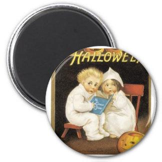 Pintura de Halloween de los niños que leen histori Imán Redondo 5 Cm