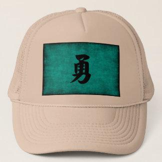 Pintura del carácter chino para el valor en azul gorra de camionero